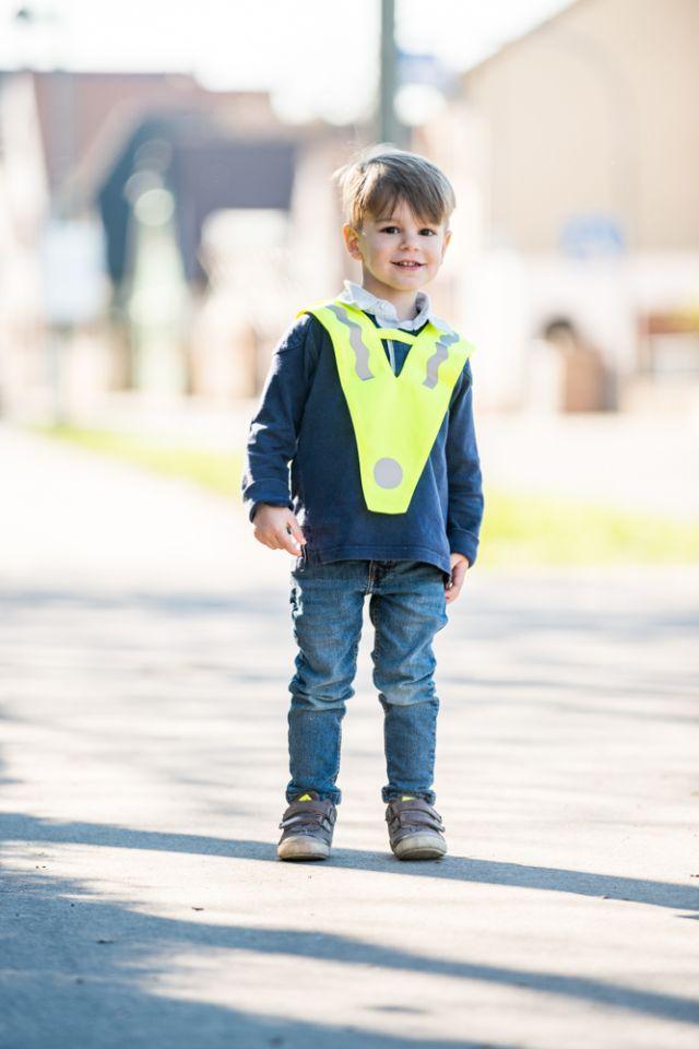 Kind mit Uberwurf (002)